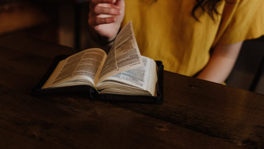 W kwestii wiary dzieci głosu nie mają – dlaczego w Polsce niepełnoletnie osoby nie mają materialnej wolności wyznania?